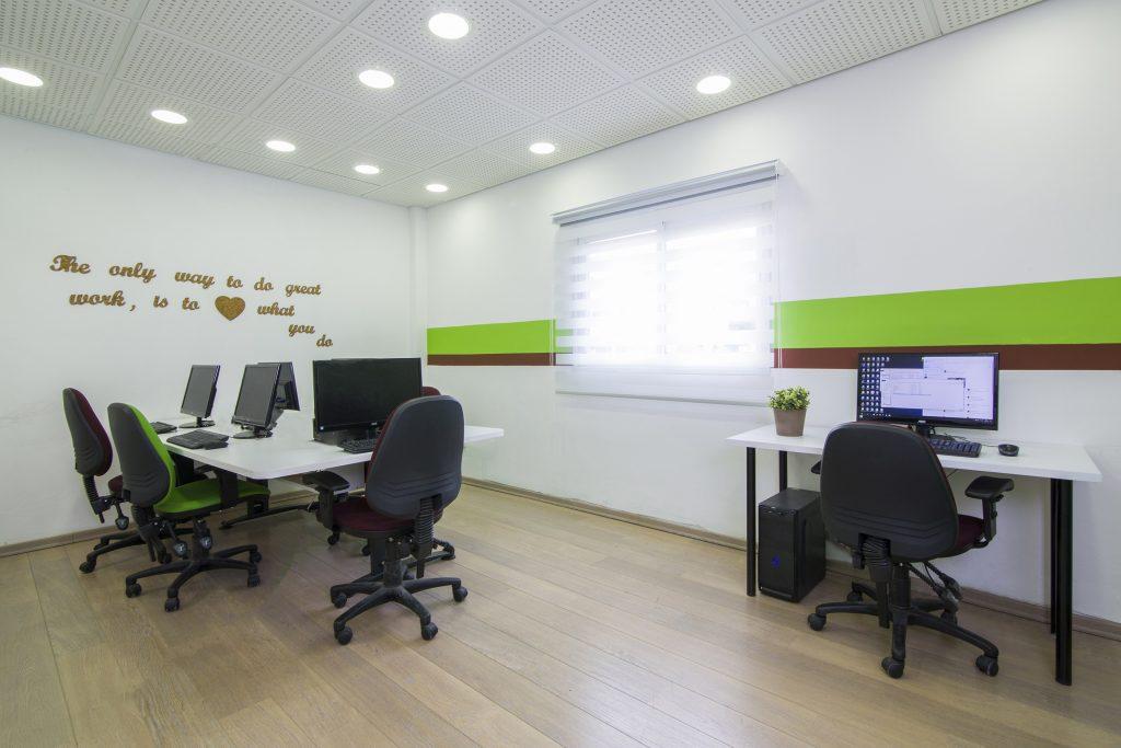 חדר צוות - עיצוב פנים למשרדים ברעננה - דואט תכנון, עצוב פנים וניהול שיפוצים - קלאודיה ויסברג ליבנה, יעלי לוי קופל